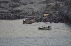 انتشال 6 جثث من جزيرة بركانية