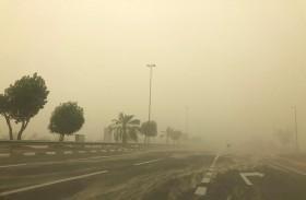 شرطة أبوظبي تدعو لتخفيض السرعة لـ 80 كلم في الساعة أثناء الأجواء المغبرة