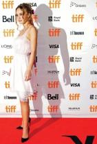 عضو فريق التمثيل ليلي روز ديب خلال حضورها العرض الأول لفيلم «وولف»  في مهرجان تورنتو السينمائي الدولي - رويترز