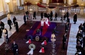 الدنماركيون يودعون الأمير هنريك
