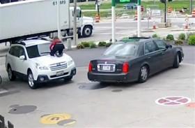 هكذا منعت هذه الفتاة  الشجاعة سرقة سيارتها!