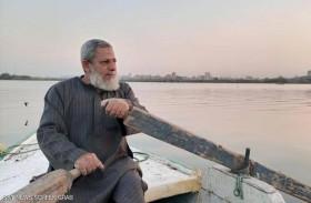 صياد مصري يمسح النيل بحثا عن الموتى