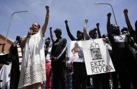 الناشطون ضد العنصرية في لوس أنجليس يستخدمون طابعاً خاصاً