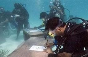 أول اجتماع وزاري تحت الماء