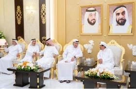 حاكم عجمان يواصل استقبال المهنئين بشهر رمضان