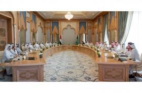 استعراض ومناقشة مبادرات جديدة في الخدمات والأسواق المالية والسياحة والطيران وريادة الأعمال والجمارك