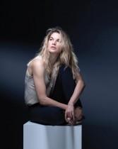 الممثلة الفرنسية ماري صوفي فردان خلال جلسة تصوير في باريس.  ا ف ب