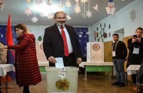 تحالف رئيس وزراء أرمينيا يحقق فوزا ساحقا