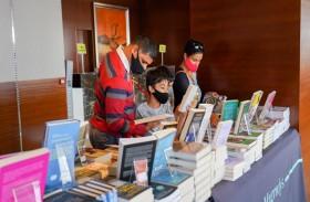 مجموعة مميزة من الكتب الموقعة مُخصصة لتحدي مؤسسة الإمارات للآداب للقراءة