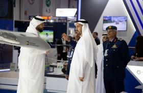 وكيل وزارة الدفاع يقوم بجولة في معرضي يومكس وسيمتكس
