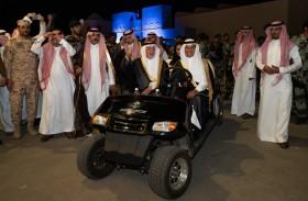 خالد الفيصل يزور جناح الإمارات في مهرجان سوق عكاظ