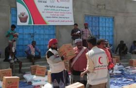 الإمارات تسير قافلة مساعدات غذائية لأهالي مديرية بروم ميفع في حضرموت
