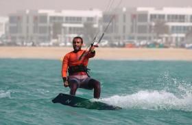 17 عقدة ترسم السعادة لرواد شواطئ دبي
