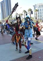 مشاركون في مهرجان كون كوميك يسيرون في سان دييغو ، كاليفورنيا. (أ ف ب)