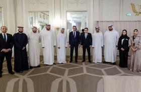 معرض زوروا الإمارات المتنقل يعرف بالمزايا والمقاصد السياحية في الدولة