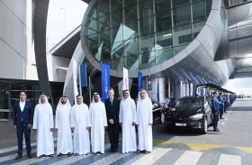 أحمد بن سعيد يدشن تشغيل 50 مركبة «تسلا» الكهربائية ضمن اسطول تاكسي دبي