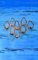 يتنافس فريق الولايات المتحدة الأمريكية في نهائي السباحة الإيقاعية خلال بطولة العالم 2019 للألعاب الرياضية في غوانغجو. ا ف ب