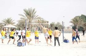 نادي الحمرية ينظم فعالية رياضية شاطئية لطلبة الجامعة القاسمية