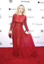 كيت هدسون خلال حضورها حفل توزيع جوائز ديلي فرو السنوي الخامس للأزياء في بيفرلي هيلز، كاليفورنيا. أ ف ب