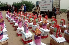 800 سلة غذائية من «الهلال الأحمر» لقرى ومناطق في محافظة أبين