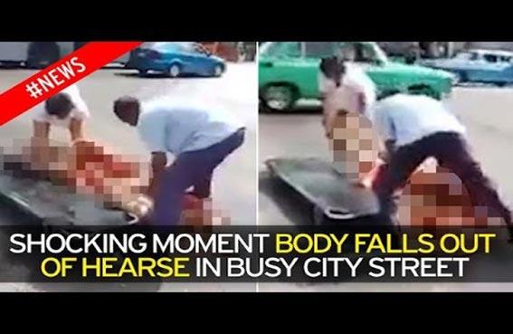 جثة تسقط من سيارة دفن الموتى
