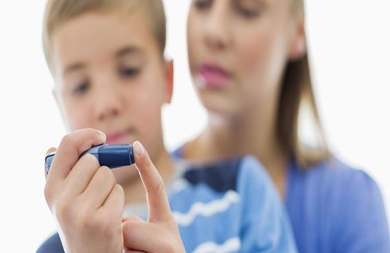 نصائح مهمة لحماية طفلك من السكري