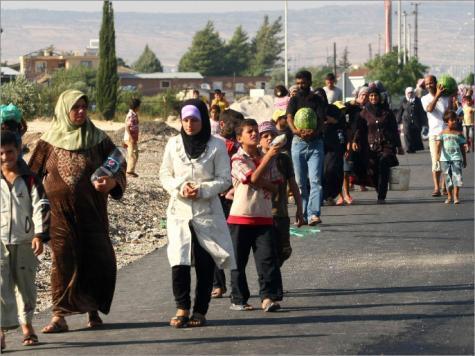 أزمة اللاجئين السوريين تزداد سوءاً .. منظمة: تعذيب نساء سوريا لتركيع رجالها