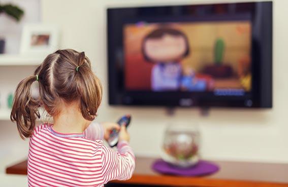 مشاهدة التلفزيون في الصغر تسبب هشاشة عظام عند الكبر